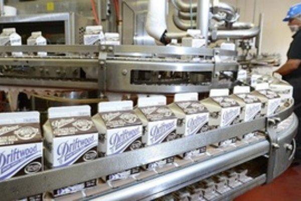 Công ty con Vinamilk tặng Food Bank Los Angeles 23.000 lít sữa